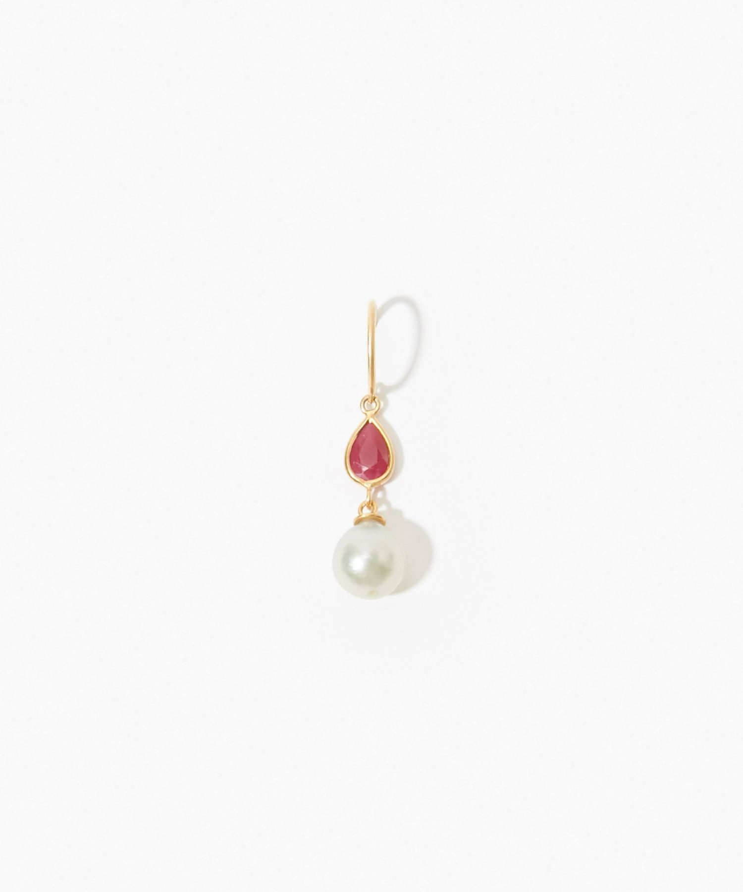 [philia] K10 akoya and pear-shaped ruby pierced earring