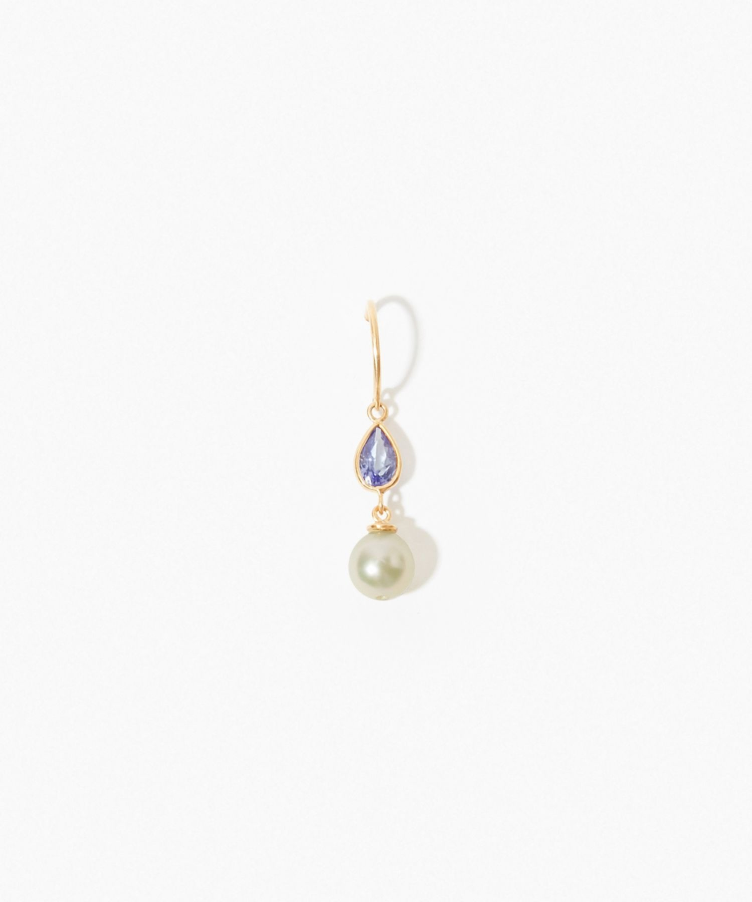 [philia] K10 akoya and pear-shaped tanzanite pierced earring