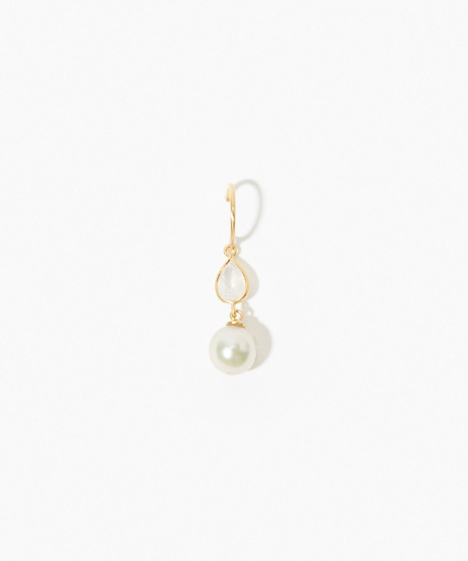 [philia] K10 akoya and pear-shaped rainbow moonstone pierced earring