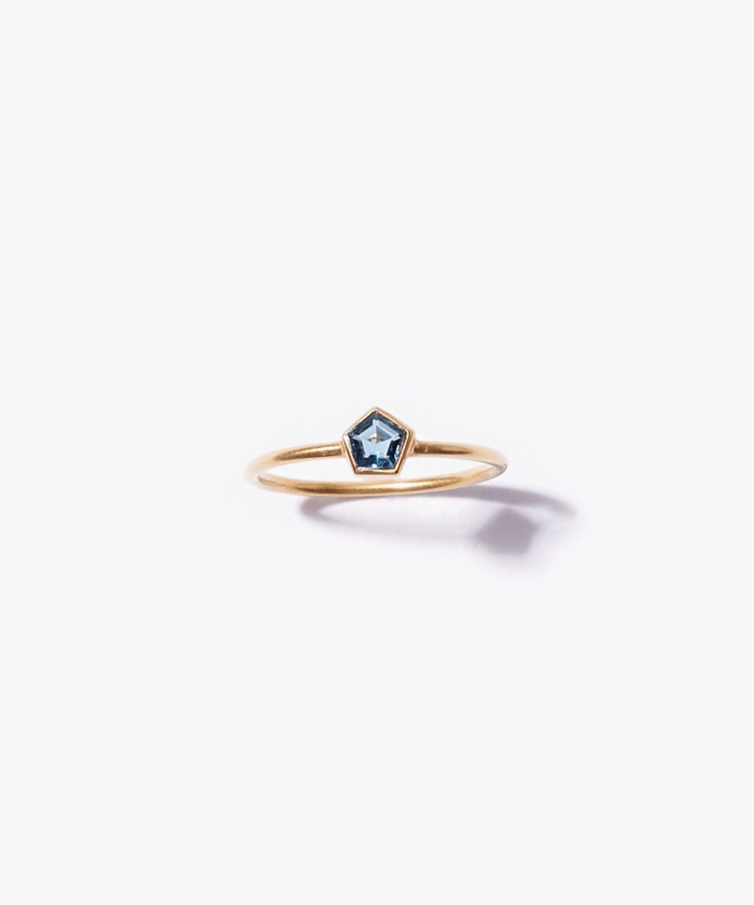 [eden] K10 pentagon london blue topaz ring