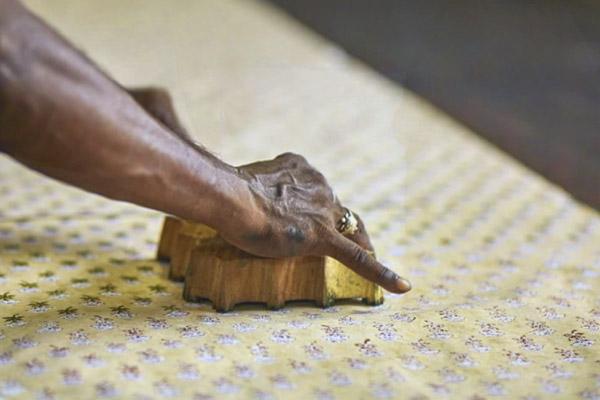 インドの伝統的なプリント技法ブロックプリントの様子